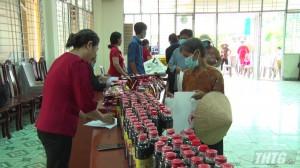 """Hội Chữ thập đỏ huyện Chợ Gạo tổ chức phiên """"Chợ 0 đồng"""""""