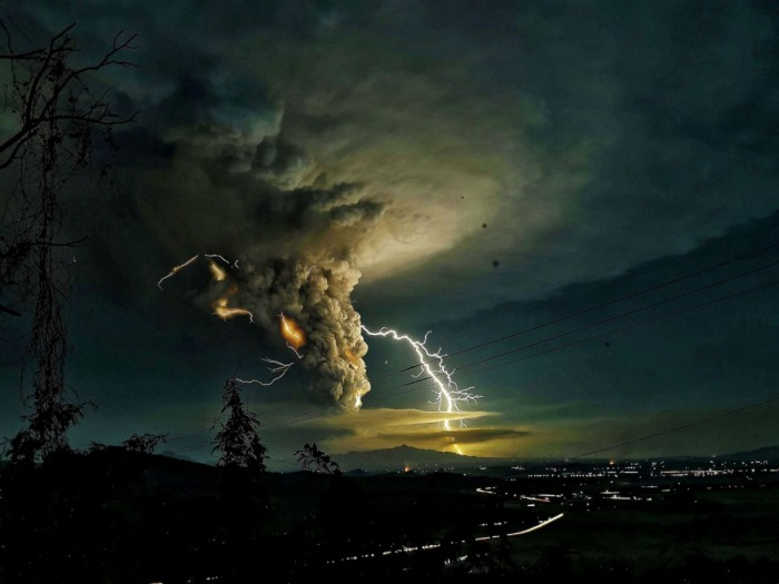 yip-08-lightning-shutterstock_1607608491461_sl_4x3_1600