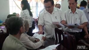 Đoàn Đại biểu Quốc hội tỉnh Tiền Giang tặng quà Tết tại huyện Cái Bè