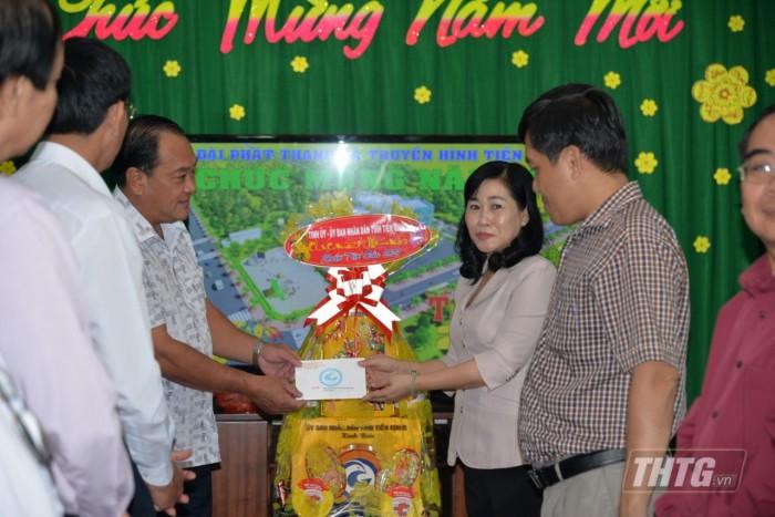 Ba Phuong chuc Tet Dai 1