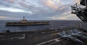 """Hai nhóm tàu sân bay Mỹ """"vờn nhau"""" trên biển Đông"""