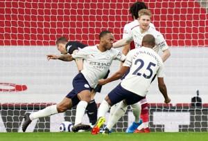 Man City thẳng tiến ngôi vô địch