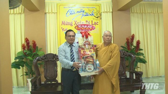 Ong Binh tham co so ton giao 5