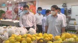 Phó Chủ tịch UBND tỉnh Tiền Giang kiểm tra hàng hoá Tết