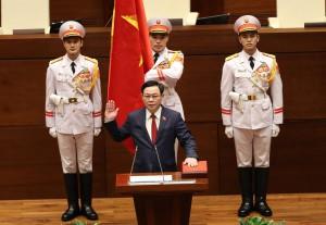 Tân Chủ tịch Quốc hội tuyên thệ nhậm chức, điều hành phiên họp
