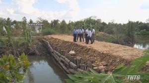 Phó Chủ tịch UBND tỉnh kiểm tra công tác phòng chống hạn, mặn hai xã cù lao Ngũ Hiệp và Tân Phong