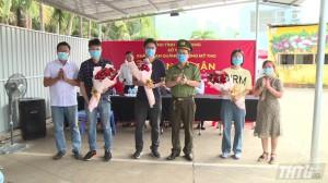 Tiền Giang trao giấy chứng nhận hoàn thành cách ly y tế cho các chuyên gia nước ngoài