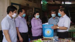 Thứ trưởng Bộ Lao động, Thương binh và Xã hội thăm các nạn nhân bị tai nạn lao động