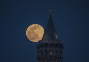 """Chiêm ngưỡng chùm ảnh """"siêu trăng hồng"""" tuyệt đẹp ở khắp nơi trên thế giới"""