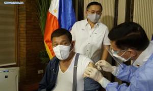 """Tổng thống Philippines nói """"không cần phải thô lỗ"""" với Trung Quốc"""