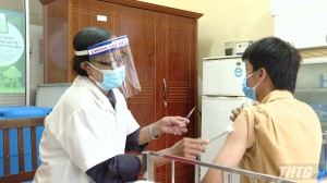 Tiền Giang tổ chức tiêm 12.400 liều vắc-xin đợt 1 cho nhóm các đối tượng ưu tiên