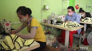 Phụ nữ Cái Bè may hơn 25.000 khẩu trang phòng chống đại dịch Covid-19