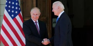 """Tổng thống Putin nói """"đời chẳng có gì vui"""" sau thượng đỉnh Mỹ – Nga"""