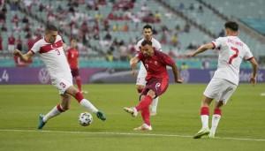 Ý dắt xứ Wales vào vòng 1/8, Thụy Sĩ thảnh thơi chờ vé vớt