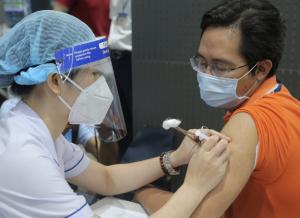 Bộ Y tế đề nghị 10 tỉnh thành đẩy nhanh tiến độ tiêm vắc-xin Covid-19