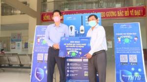 MobiFone Tiền Giang trao tặng hệ thống sát khuẩn và đo thân nhiệt tự động cho huyện Tân Phước
