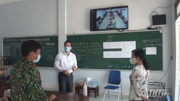 Ba Phuong kiem tra khu cach ly 1
