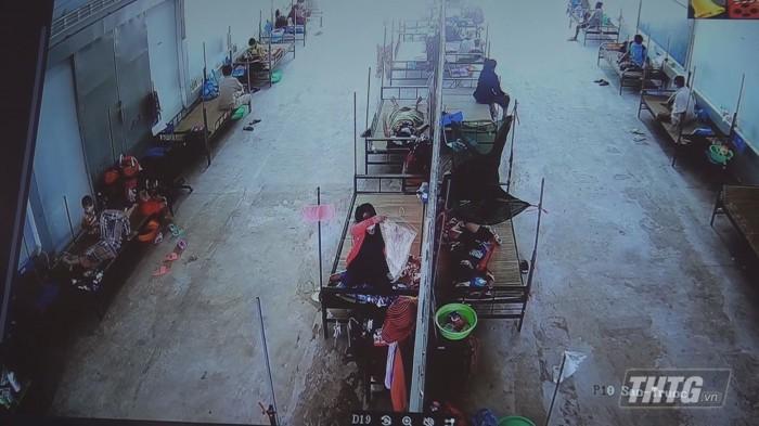 Ba Phuong kiem tra khu cach ly  2