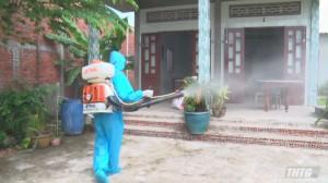 Chợ Gạo phun khử khuẩn tại các nơi có nguy cơ cao phòng, chống dịch Covid-19