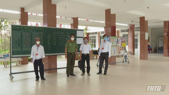 Ong Trang kiem tra thi