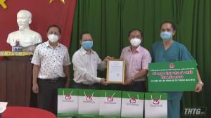 Ngân hàng Chính sách xã hội tỉnh Tiền Giang trao tặng thiết bị y tế cho Bệnh viên Dã chiến số 1