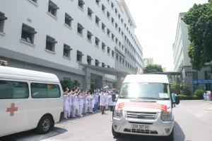Thêm 9 y, bác sĩ Bệnh viện Hữu Nghị xung phong hỗ trợ vào Tiền Giang chống dịch COVID-19