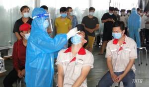 """Tiền Giang hoàn tất lấy mẫu xét nghiệm virus SARS-CoV-2 cho doanh nghiệp thực hiện """"3 tại chỗ"""" trong Khu – Cụm công nghiệp"""