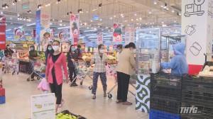 Ngày cuối tuần, lượng khách đến siêu thị mua hàng tăng gấp đôi