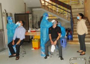 Tầm soát SARS-CoV-2 định kỳ cho nhân viên tuyến đầu phòng, chống dịch Covid-19