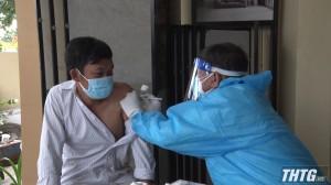 Chủ tịch UBND huyện Chợ Gạo kiểm tra công tác tiêm vắc-xin phòng Covid-19