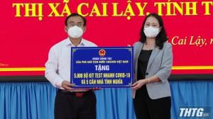 Phó Chủ tịch nước Võ Thị Ánh Xuân thăm và tặng quà lực lượng chống dịch Covid-19 tỉnh Tiền Giang
