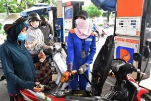 Giá xăng dầu tăng mạnh, tiến sát mốc 22.000 đồng/lít