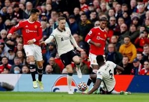 Cristiano Ronaldo bị chê tơi bời sau trận thảm bại trước Liverpool